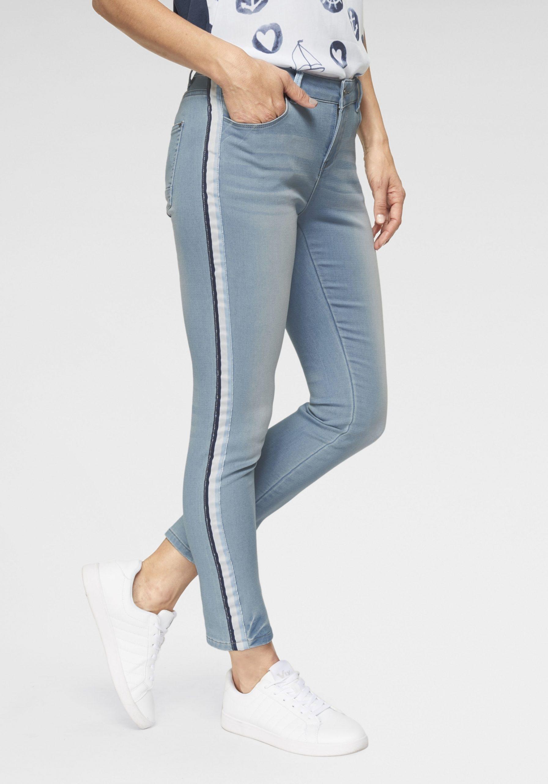 Schmale Jeans mit Galonstreifen Damen